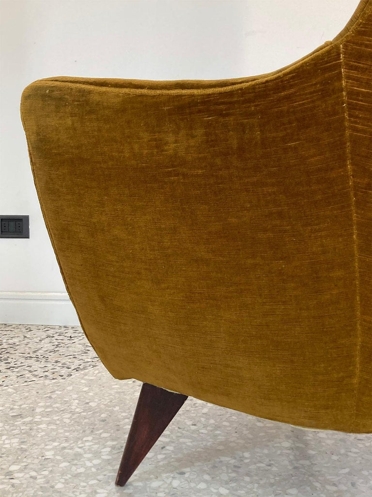 Mid Century Pair of Velvet 'PERLA' Armchairs by G. Veronesi for ISA, Italy 1950s For Sale 5