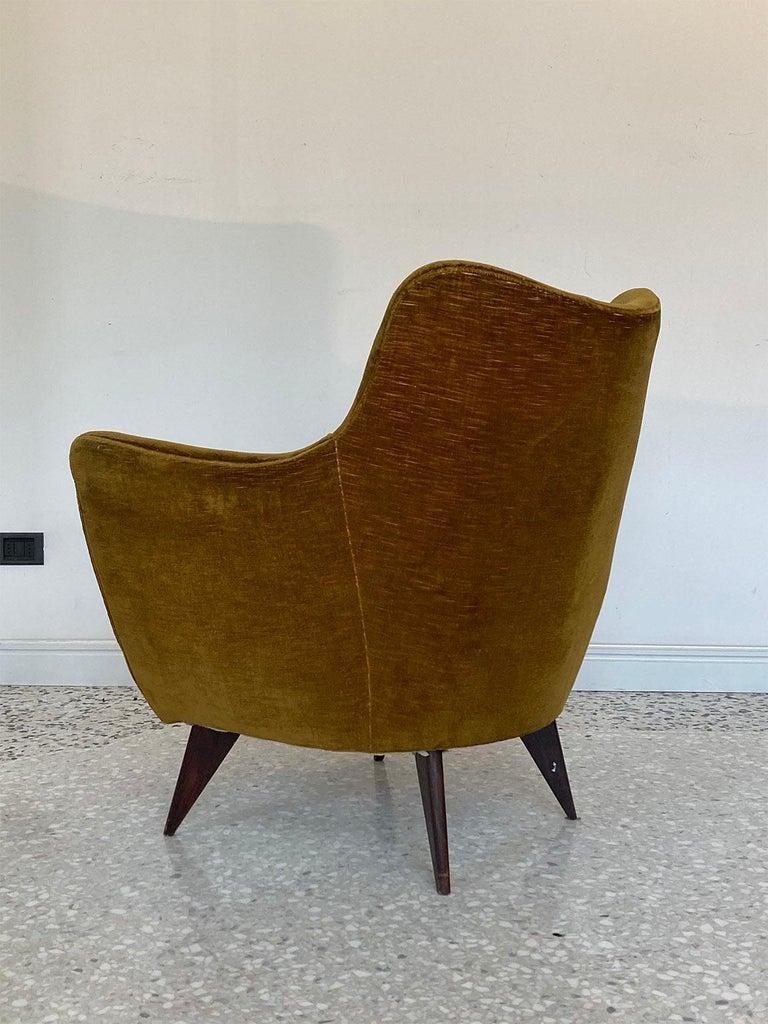 Turned Mid Century Pair of Velvet 'PERLA' Armchairs by G. Veronesi for ISA, Italy 1950s For Sale