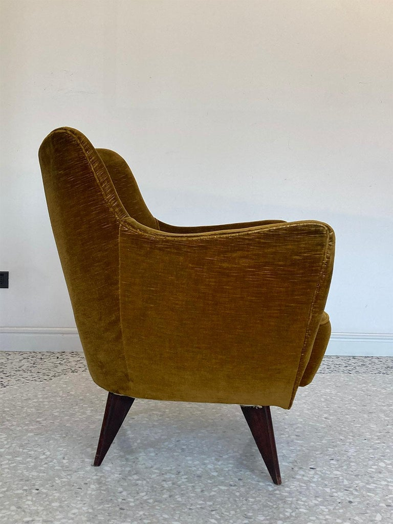 Fruitwood Mid Century Pair of Velvet 'PERLA' Armchairs by G. Veronesi for ISA, Italy 1950s For Sale