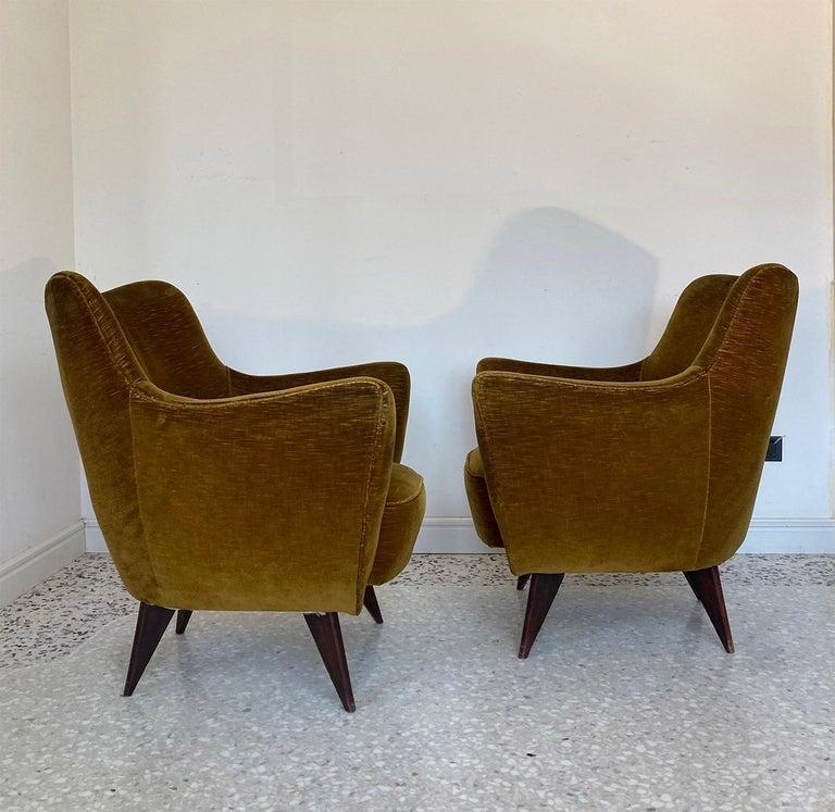 Mid Century Pair of Velvet 'PERLA' Armchairs by G. Veronesi for ISA, Italy 1950s For Sale 1