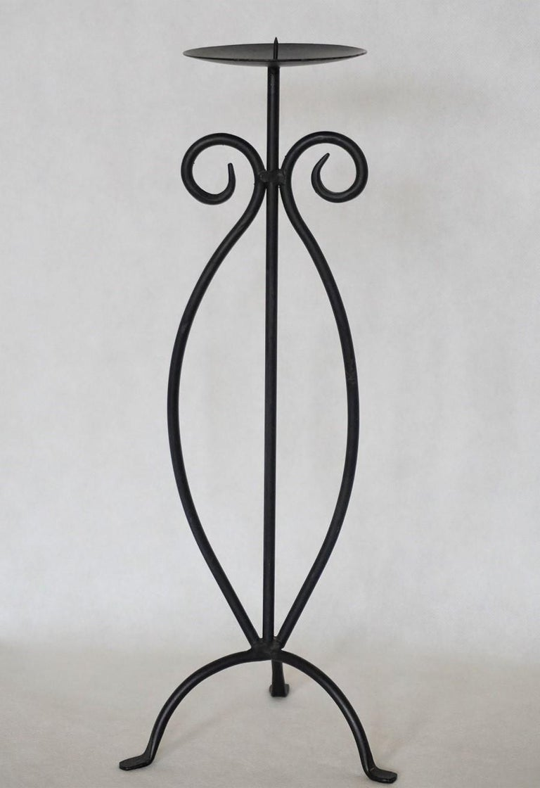 Midcentury Pair of Wrought Iron Tripod Candleholders In Good Condition For Sale In Frankfurt am Main, DE