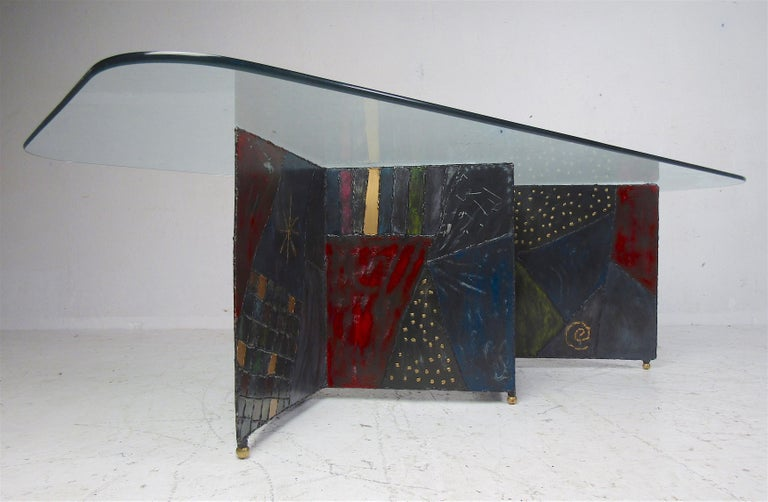 A stunning vintage modern Paul Evans coffee table with a welded metal zig-zag base and a glass top. The unusual designs and colors on the base add to the allure. The perfect addition to any home, business, or office. Please confirm item location (NY