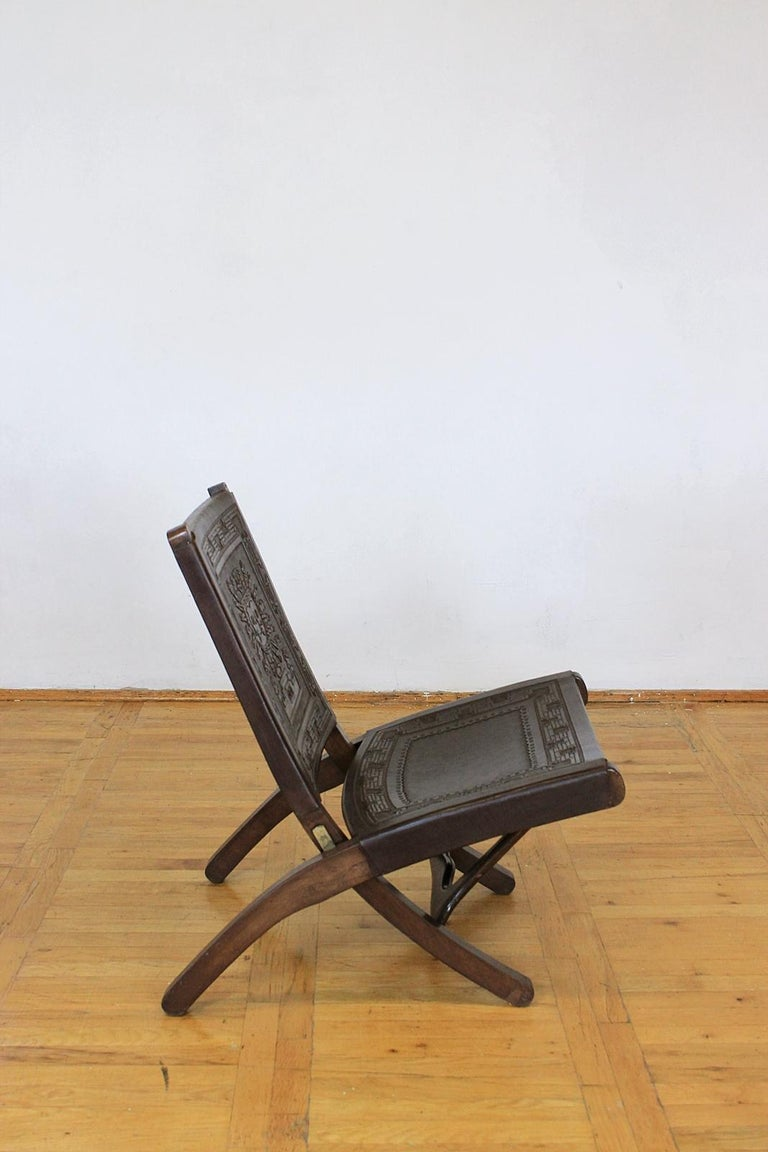 Midcentury Peruvian Tooled Leather Folding Chair, 1970 In Good Condition For Sale In Debrecen-Pallag, HU