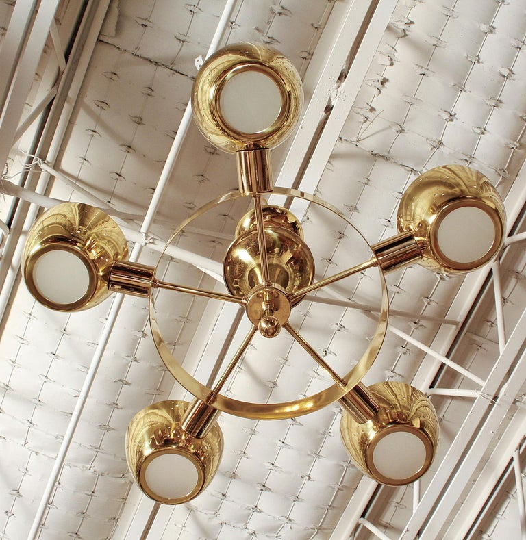 Midcentury Polished Brass Chandelier by Lightolier For Sale 2