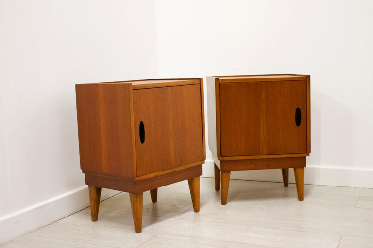 - This is a pair of very stylish midcentury Austinsuite bedside cabinet tables.