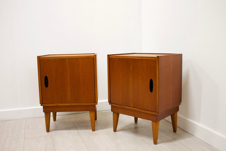 Midcentury Retro Teak Austinsuite Bedside Cabinet Tables, Set of 2 In Good Condition For Sale In South Shields, Tyne and Wear