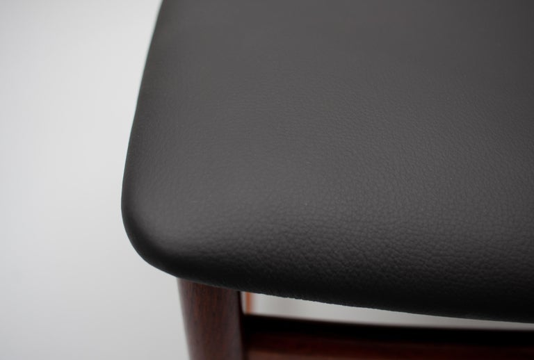 Mid Century wooden Dining Chairs Black Leather For Sale 8