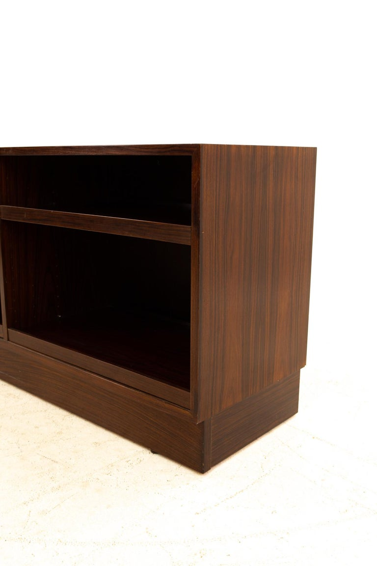 Midcentury Rosewood Media Cabinet Credenza In Good Condition For Sale In La Grange, IL