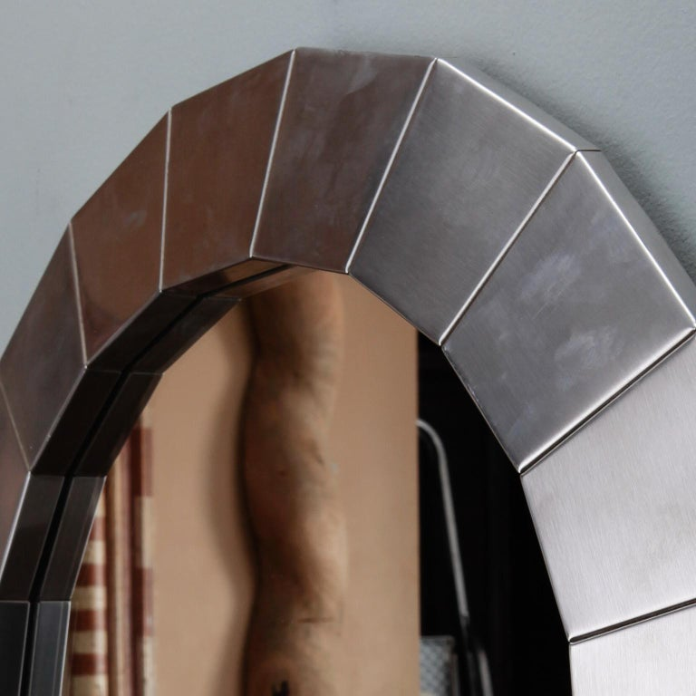 Midcentury Round Mirror with Brushed Aluminum Frame In Good Condition For Sale In Troy, MI
