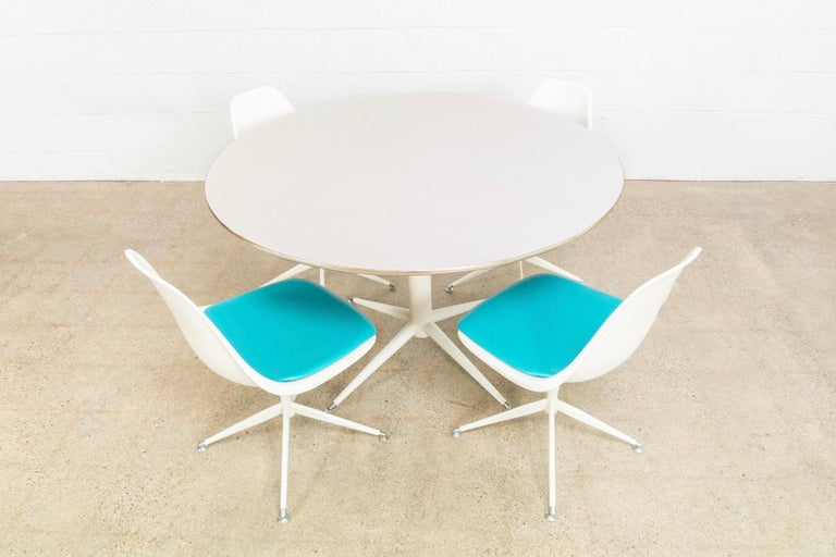 Mid-Century Modern Midcentury Saarinen Style Burke Tulip Table and 4 Chairs Dining Set, 1960s For Sale