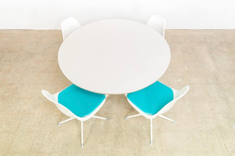 American Midcentury Saarinen Style Burke Tulip Table and 4 Chairs Dining Set, 1960s For Sale