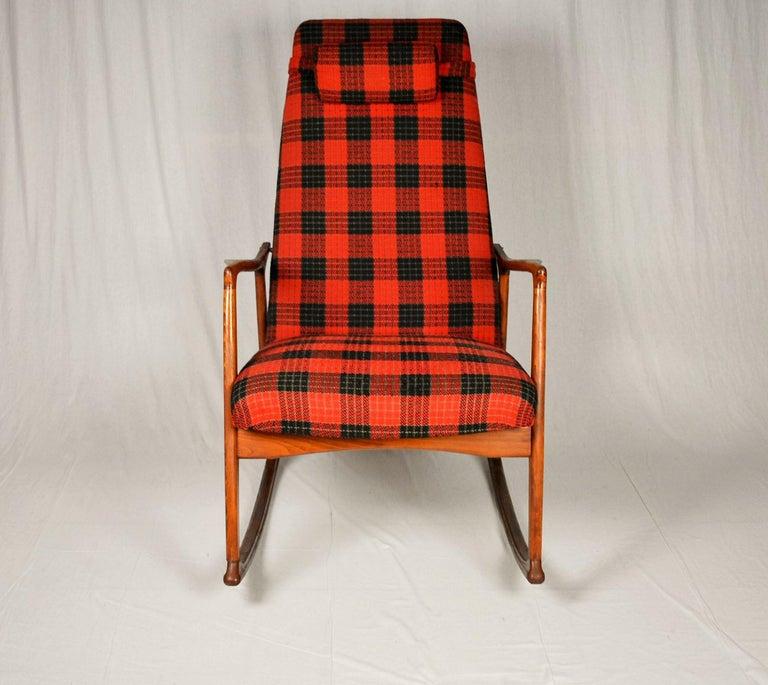 Midcentury Scandinavian Beechwood Rocking Chair, 1960s 4