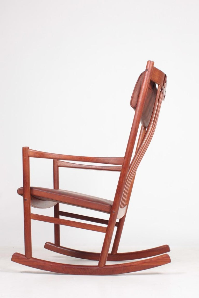 Great looking and very comfortable all original rocking chair. Made by Väsby furniture Sweden in the 1940s.
