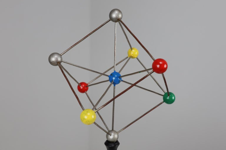 Mid-Century Scientific Crystal Model on Wooden Base In Good Condition For Sale In Almelo, NL