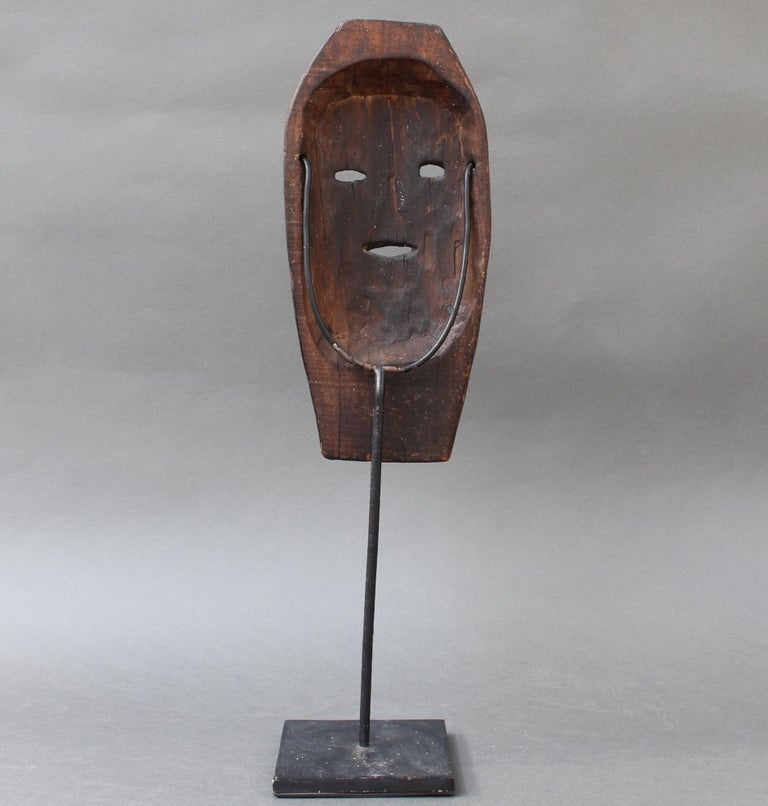 20th Century Midcentury Sculpted Wooden Traditional Mask from Timor Island, Indonesia For Sale