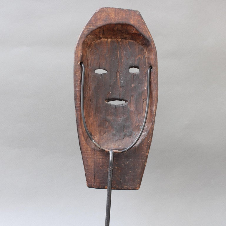 Midcentury Sculpted Wooden Traditional Mask from Timor Island, Indonesia For Sale 1