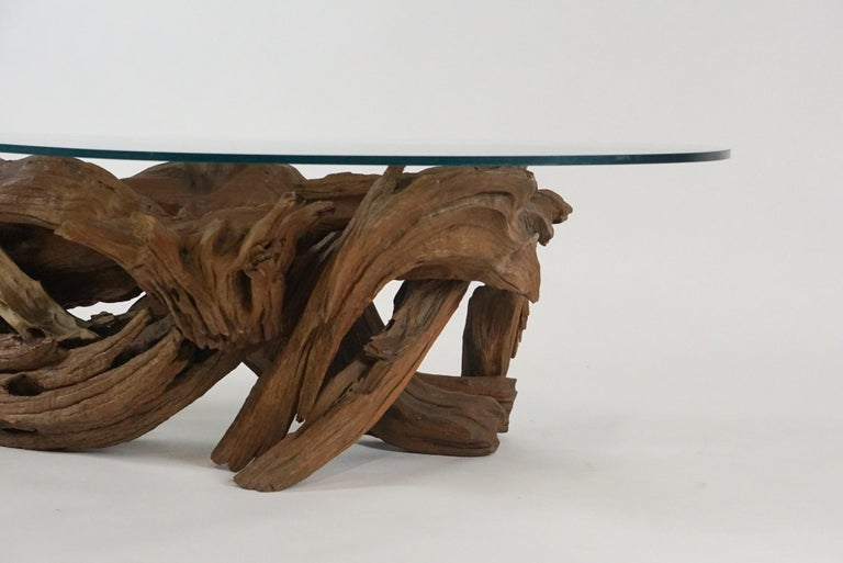 Midcentury Sculptural Driftwood Coffee Table with Biomorphic Freeform Glass Top In Good Condition For Sale In Hudson, NY