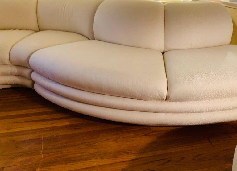 Midcentury Serpentine Sectional Sofa by Carsons In Good Condition For Sale In Philadelphia, PA