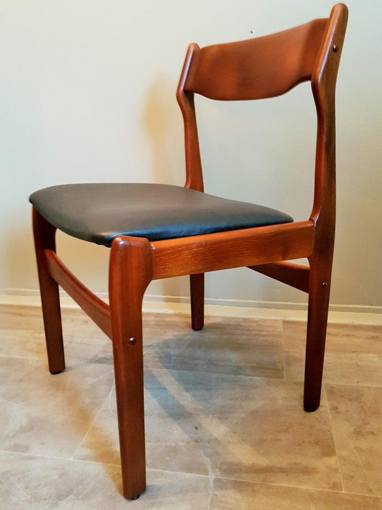 Midcentury Set of 8 Refinished Danish Erik Buch Dining Chairs in Teak, 1960 For Sale 10
