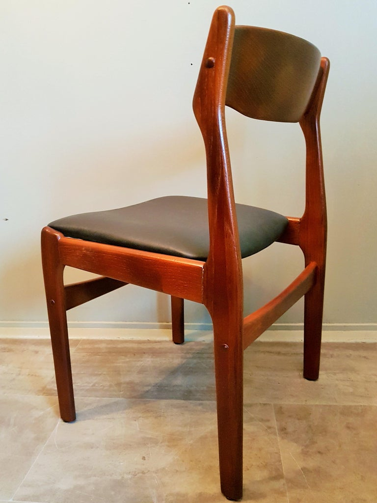 Midcentury Set of 8 Refinished Danish Erik Buch Dining Chairs in Teak, 1960 For Sale 12
