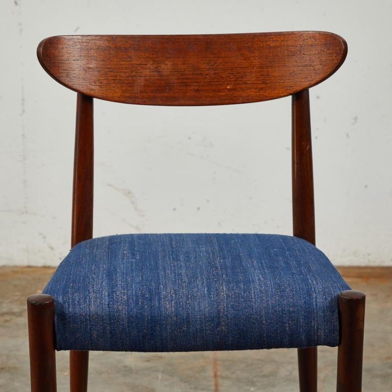 Mid-Century Modern Pair of Mid Century Blue Upholstered Dining Chairs with Tapered Legs For Sale