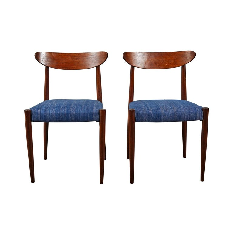 Pair of Mid Century Blue Upholstered Dining Chairs with Tapered Legs For Sale