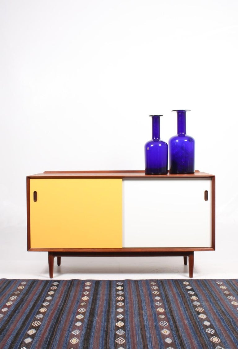 Sideboard in teak with colored panels - Designed by MAA. Arne Vodder and produced by Sibast Furniture Denmark in the 1950s - Great condition.