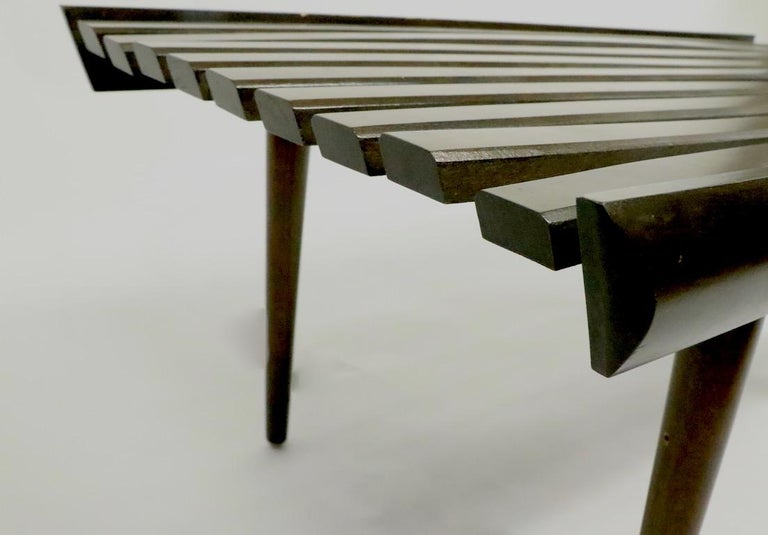 Mid Century Slat Bench Table In Good Condition For Sale In New York, NY
