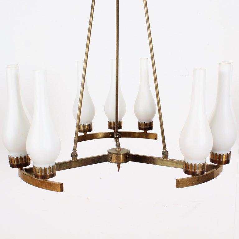 Midcentury Stilnovo Brass and Opaline Glass Chandelier, 1950s, Italy For Sale 1