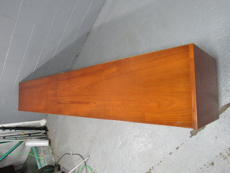 Midcentury Swedish Long Sideboard Credenza by Nils Jonsson for Hugo Troeds For Sale 5