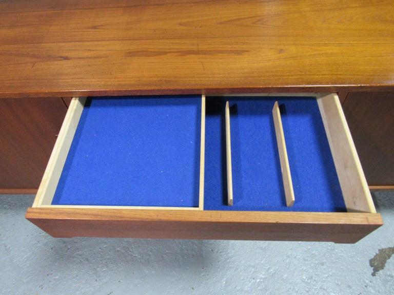 Midcentury Swedish Long Sideboard Credenza by Nils Jonsson for Hugo Troeds For Sale 7