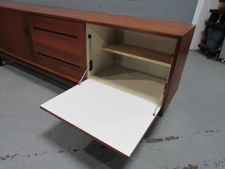 Midcentury Swedish Long Sideboard Credenza by Nils Jonsson for Hugo Troeds For Sale 11