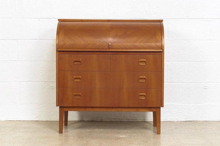 Midcentury Swedish Modern Egon Ostergaard Teak Wood Rolltop Secretary Desk In Good Condition For Sale In Detroit, MI