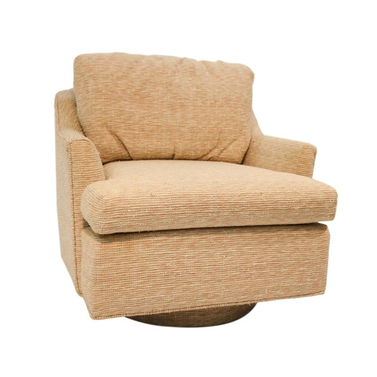 Superb multicolored woven textured lounge chair Milo Baughman style, barrel tub swivel armchair. Features loose cushions supported by a curved back on a square seat with swivel fitting underneath. Retains clean original fabric with original circular