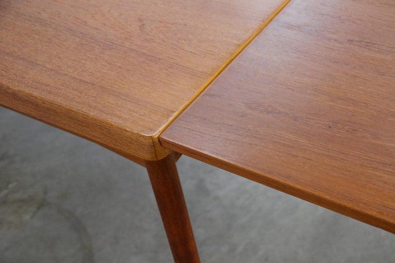 Midcentury Teak Extendable Dining Table by Henning Kjærnulf, Denmark, 1960s In Good Condition For Sale In Wijnegem, Antwerpen