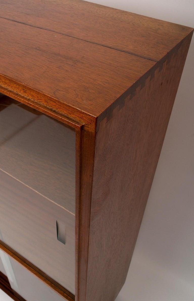 English Midcentury Teak Glazed Cabinet by Robert Heritage, England, circa 1960 For Sale