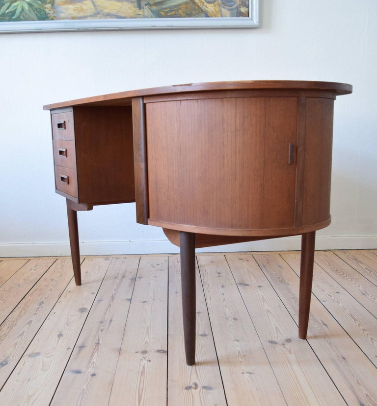 Mid-Century Modern Midcentury Teak Kidney Shaped Desk, 1950s For Sale