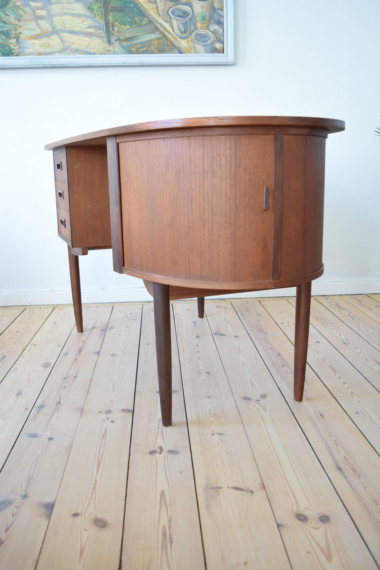 Midcentury Teak Kidney Shaped Desk, 1950s For Sale 1