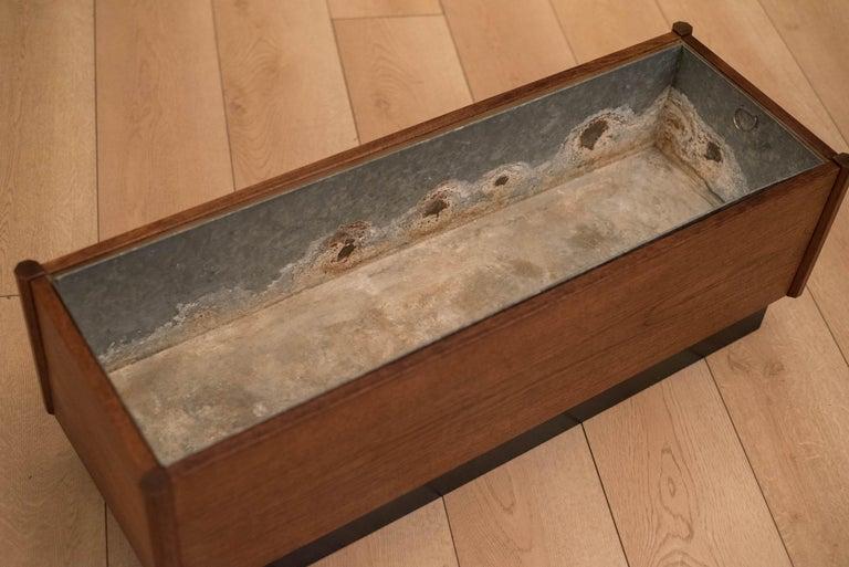 Mid Century Teak Planter Box In Good Condition For Sale In San Jose, CA