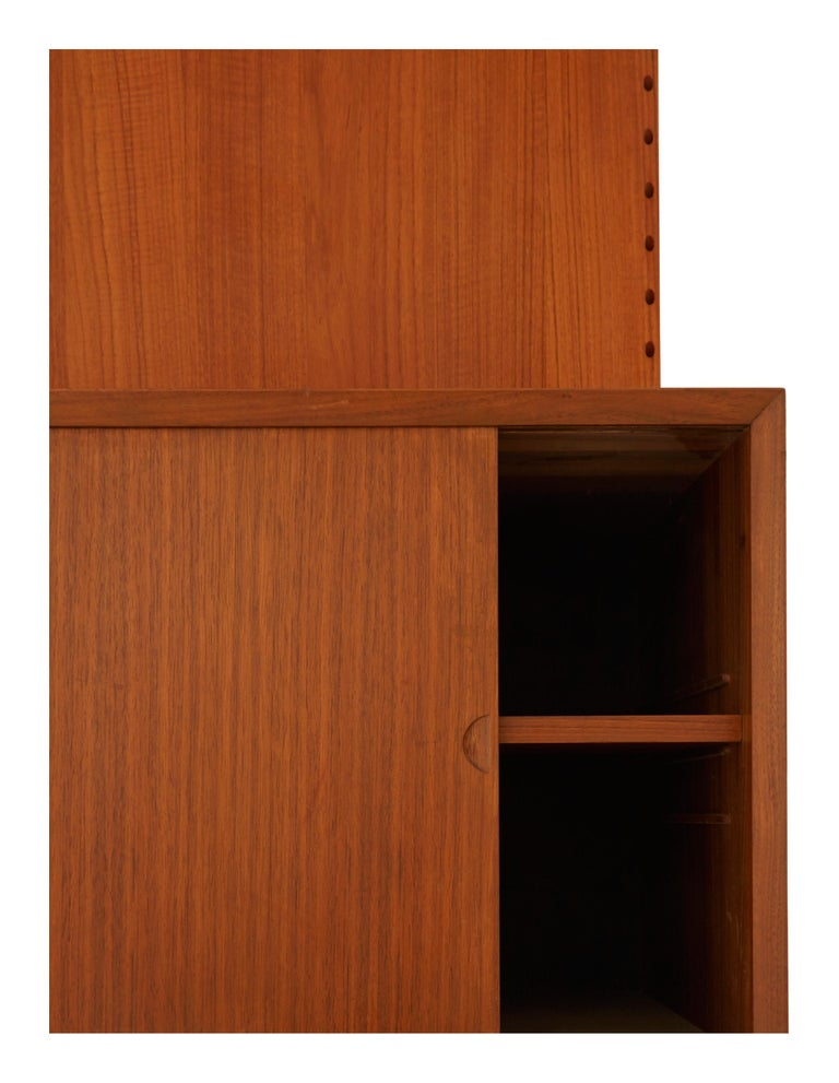 Midcentury Teak Wall Shelving Unit In Good Condition For Sale In Chicago, IL