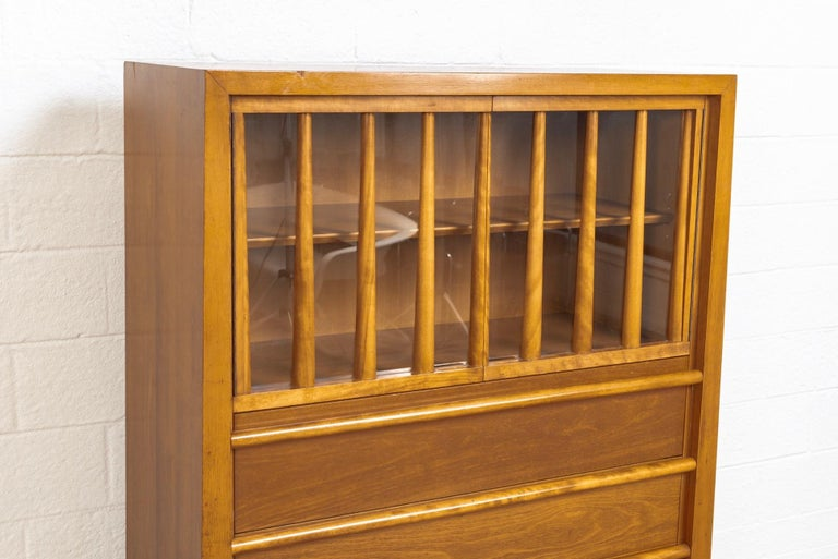 Midcentury T.H. Robsjohn-Gibbings for Widdicomb Walnut Secretary Cabinet, 1950s In Good Condition For Sale In Detroit, MI