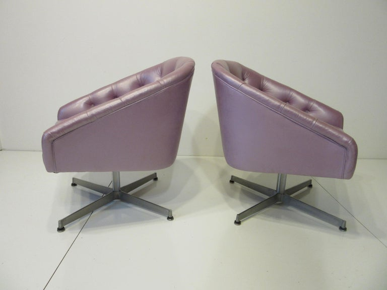Midcentury Tufted Leatherette Swivel Chairs by Shelby Williams In Good Condition For Sale In Cincinnati, OH