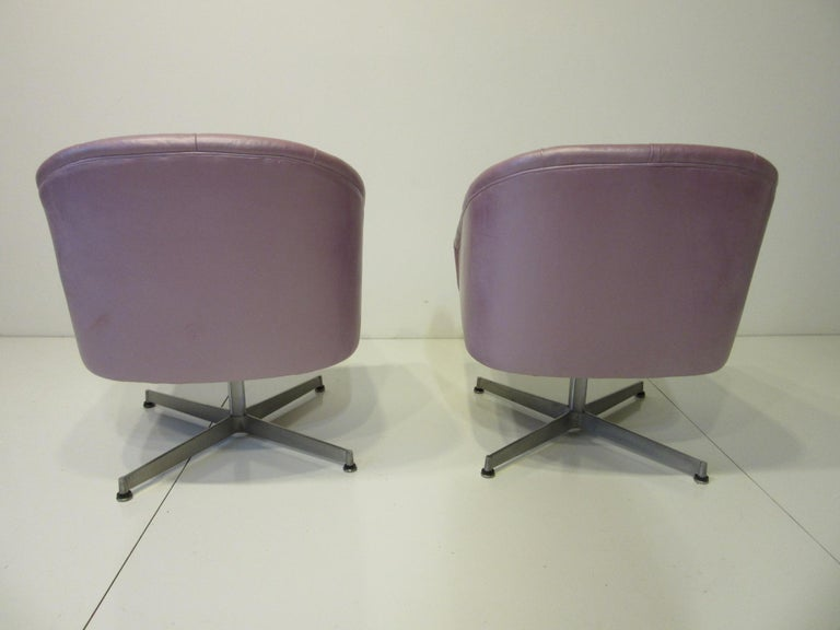 20th Century Midcentury Tufted Leatherette Swivel Chairs by Shelby Williams For Sale
