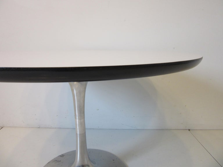 Mid-Century Modern Mid Century Tulip Side / Lamp Table by Burke For Sale