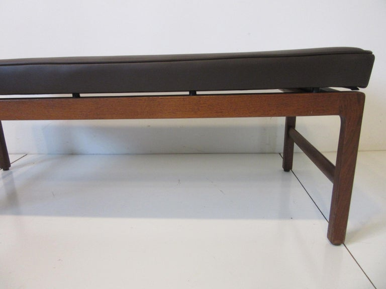 Midcentury Upholstered Bench in the Manner of Jens Risom In Good Condition For Sale In Cincinnati, OH