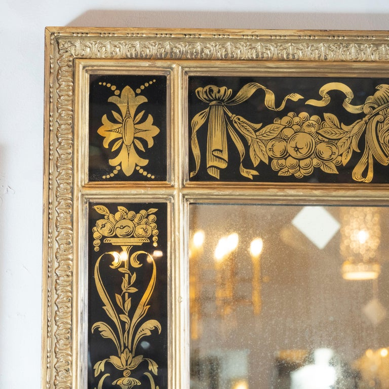 Midcentury Venetian Reverse Églomisé Gilded Wall Mirror w/ Neoclassical Details In Excellent Condition For Sale In New York, NY