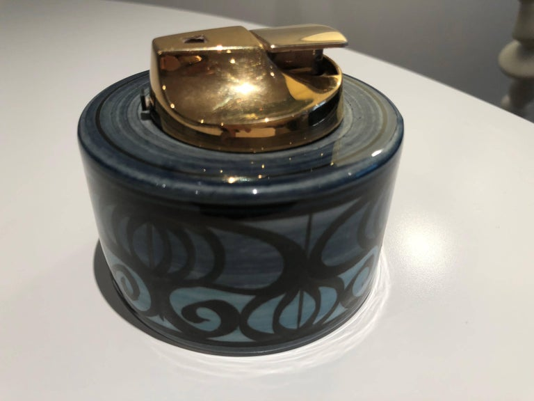 English Midcentury Vintage Ronson Ceramic Table Lighter For Sale