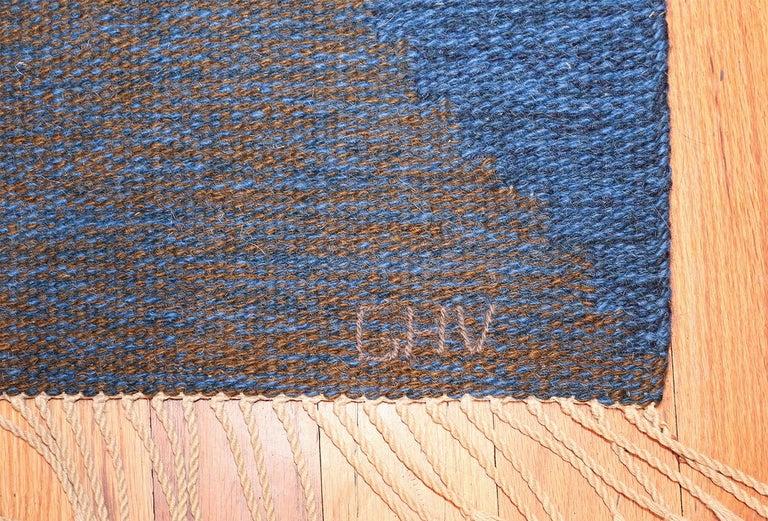 Scandinavian Modern Mid-Century Vintage Scandinavian Kilim Rug. Size: 5 ft 8 in x 7 ft 10 in  For Sale