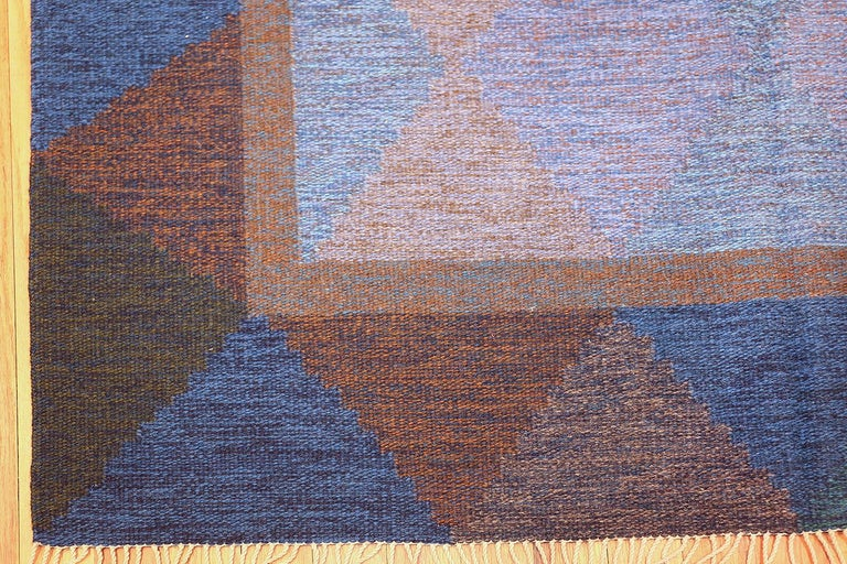 20th Century Mid-Century Vintage Scandinavian Kilim Rug. Size: 5 ft 8 in x 7 ft 10 in  For Sale
