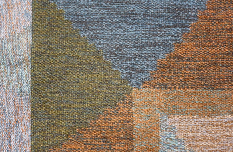 Wool Mid-Century Vintage Scandinavian Kilim Rug. Size: 5 ft 8 in x 7 ft 10 in  For Sale